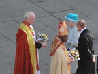 11 Dean Jones welcomes the Queen to the Minster!